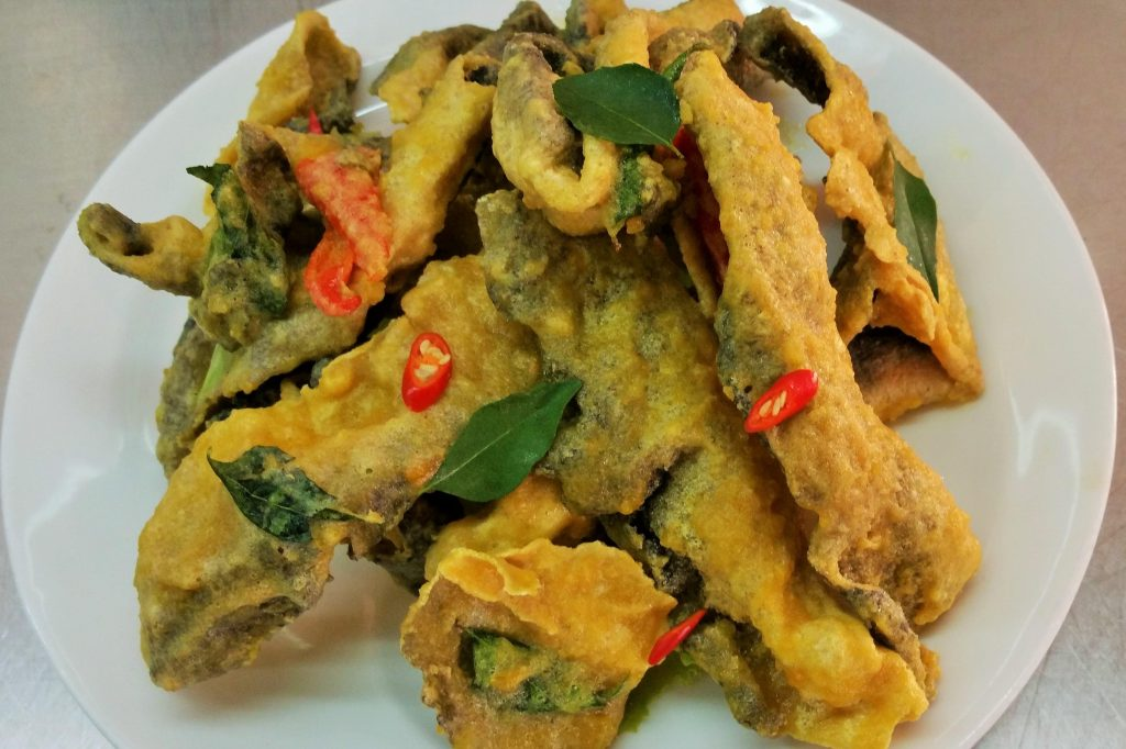 Gallery food kim 39 s place seafood for Salted egg fish skin